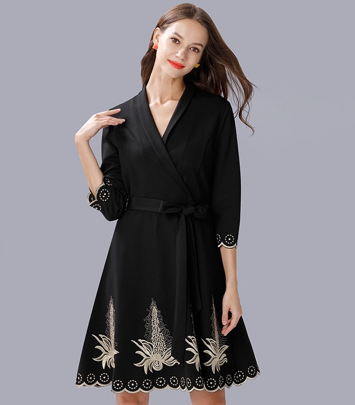 102-729 EMBROIDERY KNIT DRESS